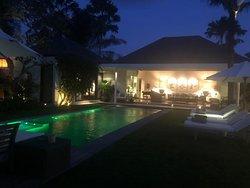 Living room & Pool view