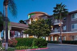 Holiday Inn Express Hotel & Suites Corona