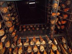 Séchage des jambons dans le Tué