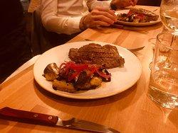 Faux-filet avec légumes grillés