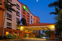 Holiday Inn Express & Suites Fort Lauderdale Airport West
