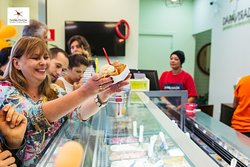 Quem é a Dá Pá Virada na fila do gelato?  Provando você sabe a resposta! 🍦🤣