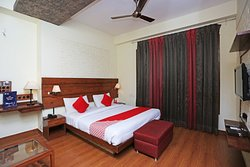 OYO 13602 Hotel The Town House