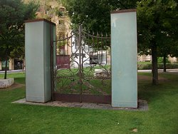 Puerta que no lleva a ningún sitio