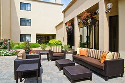 Courtyard by Marriott St. Louis Westport Plaza
