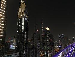 Härligt kvällsutsikt från en av Dubais top 10 skybarer