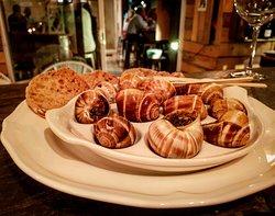 Le Just Vin M2 vous suggère ses 12 escargots de Bourgogne ! ❤️