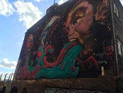 Streetart-Tour und Graffitiworkshop