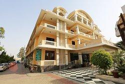 OYO 13564 Near Prem Mandir