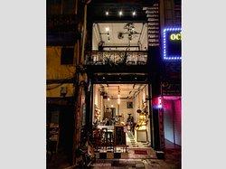 Coffee Roastery & Bakery in old street of Ha Noi !