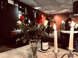 Besuch im frisch eröffneten Restaurant Brünig. Wunderbare Stimmung, frische Blumen, Kerzenschein
