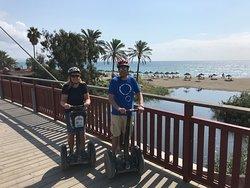 Pareja en el Puerto deportivo de Marbella