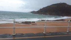 Breakfast & Big Waves!