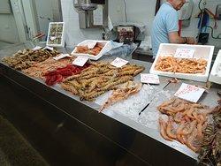 Mercado para visitar y para degustar.......