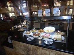 El Buffet los invita a disfrutar de una deliciosa cena /The Buffet invites you to enjoy a delici