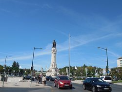 Статуя политика Маркиза де Помбала возле парка