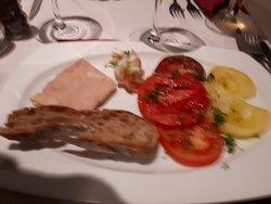 entrée : foie gras et sa palette de tomates du Maustichi