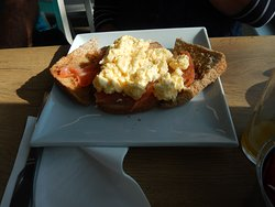 SRAMBLED EGG ON TOAST AND SALMON