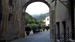 Porta Soprana, al centro in lontananza si scorge il paese di Castelvecchio di Rocca Barbena