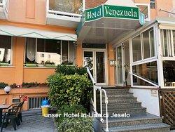 Sehr schön gelegenes Hotel mit tollem Service.