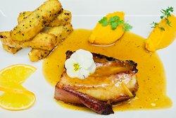 Carré de cochon confit, frites de polenta, quenelle de butternut