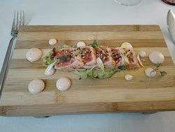 Tataki de Salmón, aguacate y mayonesa de langostinos