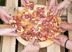 Pizza na mão e ao ar livre!!🍕🍕🍕