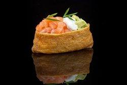 INARI: Salmon, creamy cheese, avocado