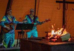 I Lavoen er det alltid god stemning med live musikk og servering