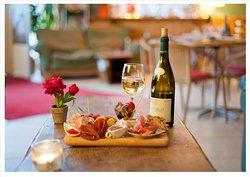 Molly's Cafe & Wine Bar