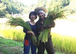 ぽろのお米の生産者の、二井寺農園のけーすけさんと奥様です。