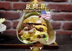 Big Motherfucker Burger!! Burger, pulled pork, costilla BBQ, queso monterrey y americano, bacon.