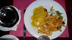 Rôti de porc Cross and Blackwelle et pommes frites.
