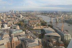 Vistas de la Torre de Londres y del Puente de la Torre