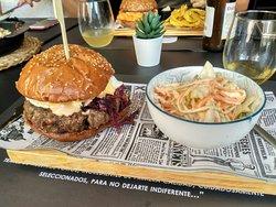 Extraordinario restaurante de hamburguesas.