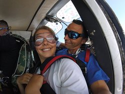 Nico et sa passagère dans l'avion