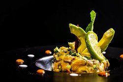 Salade de saumon cru à la thaï et avocat