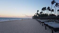 Uitzicht vanaf het strand van Bavaro Princess