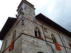 La torre d'angolo con l'orologio