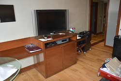 Großer Fernseher und Minibar