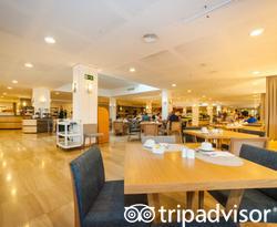 La Sal Restaurant at the Grand Palladium Palace Ibiza Resort & Spa