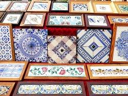 Magnifica colección de azulejos valencianos.