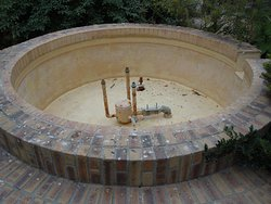 Détail du bassin de la grande fontaine à gradins