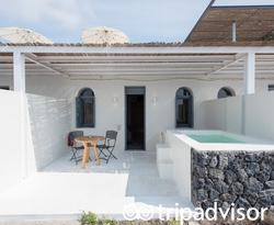 The Caldera View Studio with Outdoor Jacuzzi at the Xenones Filotera
