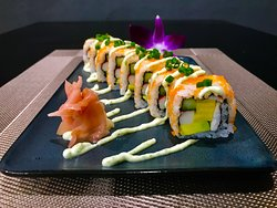Shrimp roll :boiled shrimp,tamago,cucumber,crab stick,avocado,shrimp roe,garlic sauce