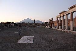 The forum facing  Mt. Vesuvius