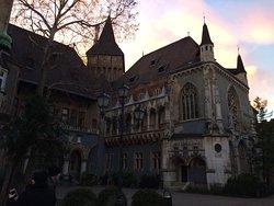 Замок и его окрестности