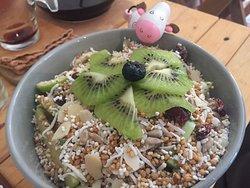 granola & fruit bowl
