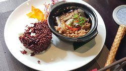 Egglant with minced pork in the clay pot, comes with two color rice