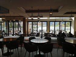 Oak & Cru Bar & Lounge